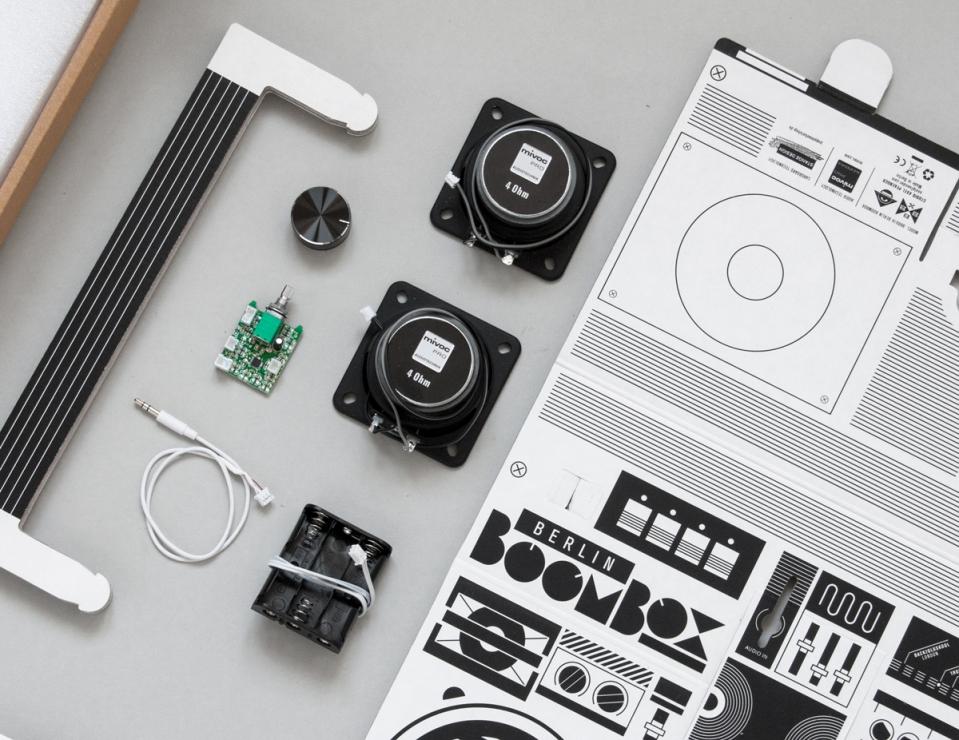 berlin boombox braun recycling design kartonmoebel. Black Bedroom Furniture Sets. Home Design Ideas